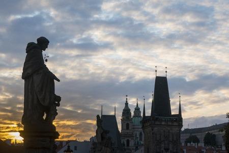 夕暮れ時にプラハのカール橋 写真素材