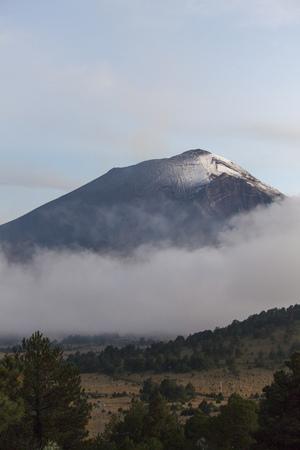 popocatepetl volcano in mexcico