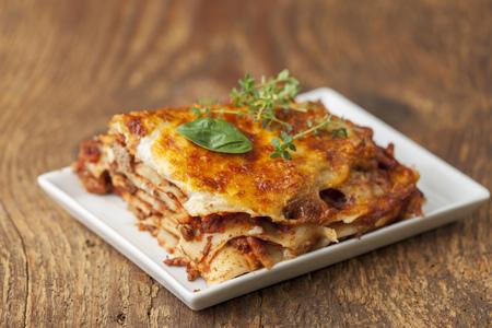 Gros plan d'une portion de lasagne Banque d'images - 101705920