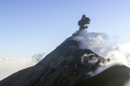 acatenango volcano in antigua in guatemala Foto de archivo