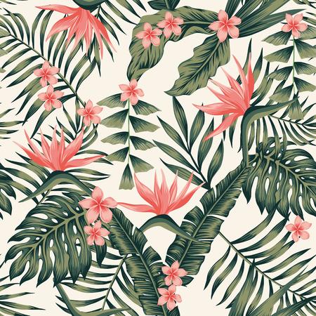 Playa alegre patrón sin fisuras papel tapiz de tropical verde oscuro hojas de palmeras y flores plumeria de ave del paraíso (strelitzia) sobre un fondo amarillo claro Foto de archivo - 83232171