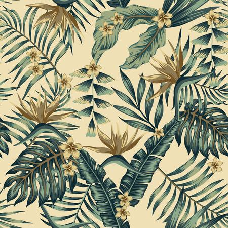 Hojas tropicales y flores doradas papel tapiz de patrones alegres sin fisuras de palmeras y plumeria de ave del paraíso (strelitzia) sobre un fondo beige