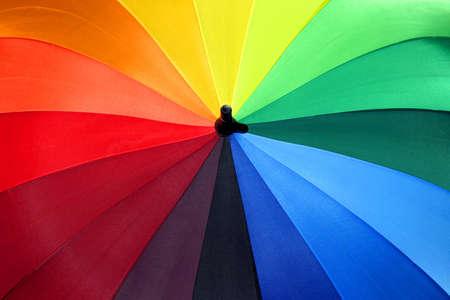 レインボー傘 1 - 色とりどりの傘は雨の日の明るさをもたらす