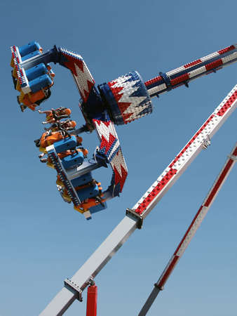 County Fair Ride 2 - Double-spinning ride Standard-Bild