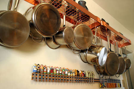 Hanging Pots and Pans 2 - Neat and practical setting in a residential kitchen Standard-Bild