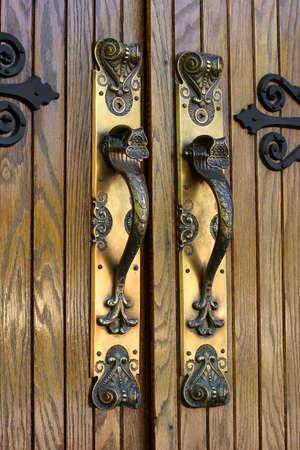 華やかな真鍮製のドアハンドル - クローズ アップ、教会入口、SE のアイオワ