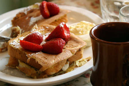 Stuffed French Toast - Hearty breakfast with strawberry topping Imagens