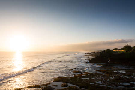 A lot of indonesian people choose to get married in front of the ocean, in the wonderful bay of Tanah Lot temple Banco de Imagens