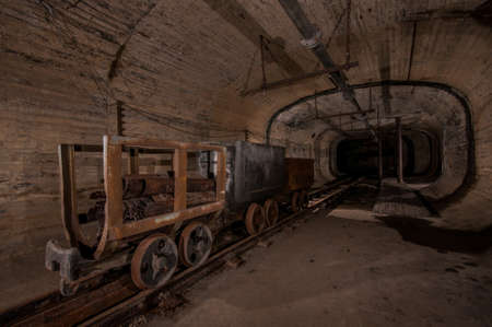 industrie: Coal Mine tunnel with rails