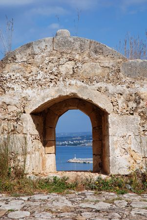 fortezza: The Fortezza  is an ancient fortress defending the harbour of Rethymnon on the isle of Crete (Greece)