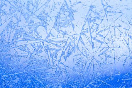 Frozen glass. Ice flowers. Frost flowers. Window frost. Winter in the window. Frozen window. Macro. Soft focus. Imagens