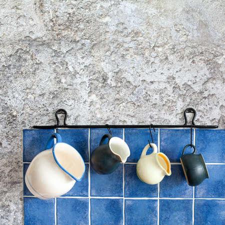 Interior De La Cocina De Diseño Retro Con Los Accesorios. Colgando ...