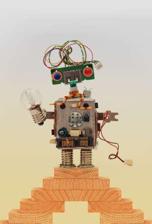 Mechanische Roboter Mit Glühbirne. Kunststoff Kopf, Gefärbt Grün ...