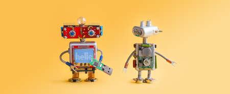 Robots op gele achtergrond. 4e industriële automatiseringsconcept van de revolutie. Onderhoud van computerservices, reparatiefix. IT cyberspecialist, smiley rood hoofd, USB-flashstick, citaat Hallo. Ruimtefoto kopiëren