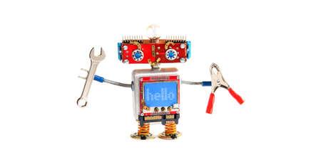 핸디 로봇 로봇 손 렌치, 흰색 배경에 펜 치와 채팅. 재밌는 빨간 머리 기계 사이보그, 파란색 모니터 몸. 파란색 모니터 디스플레이의 메시지 안녕하세 스톡 콘텐츠