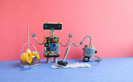 Automatische robotreinigingsapparatuur. Creatief ontwerp cyborg speelgoed dweilen opruimen met stofzuiger machine, gele dweil, emmer met zeepsop water. Blauwe vloer roze muur interieur kamer.