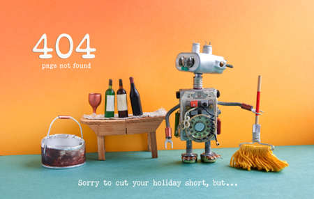 404 foutpagina niet gevonden. Grappige robotwasmachine met zwabber en emmer water, wijnglas en flessen op houten lijst, het oranje binnenland van de muur groene vloer Stockfoto - 90057102