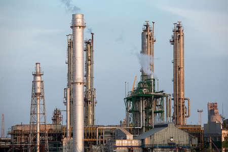 amoniaco: una planta de producción para la industria química.