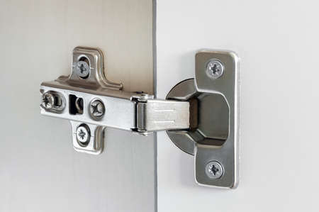 threw: Standard door hinge for overlay application for all kinds of furniture.