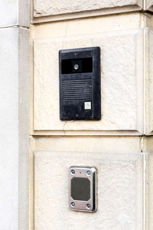 intercom black on the light stone wall of the facade of the building closeup communication device, side view. Foto de archivo - 129229408