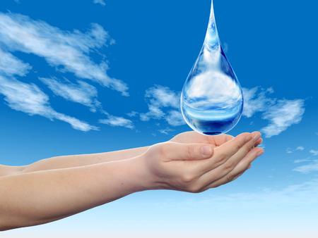 medio ambiente: Conceptual gota de agua azul que cae en las manos sobre fondo azul cielo Foto de archivo