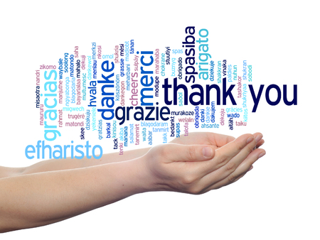 Koncepcyjne dziękuję wielojęzyczny word cloud w ręce samodzielnie na tle