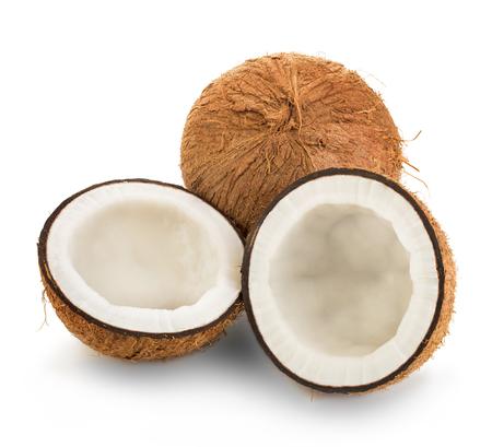 Kokosnoten die op witte achtergrond worden geïsoleerd