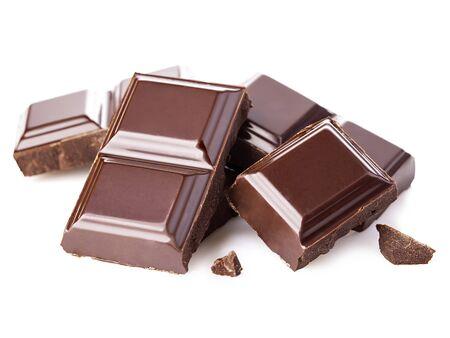 Donkere chocoladerepen geïsoleerd op een witte achtergrond. Stockfoto