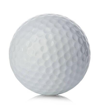 Gros plan de balle de golf isolé sur fond blanc. Banque d'images