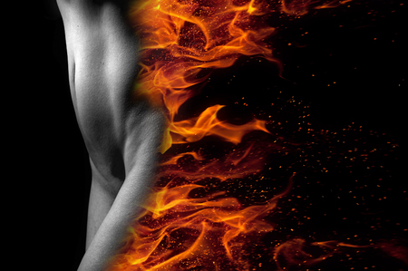 Sexy jonge vrouw lichaam in brand