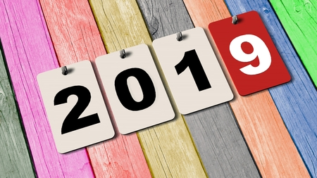 rende: 2019 calendar plates on wooden wall - new year 2019