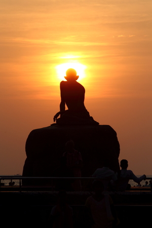 peacemaker: gandhis sunset