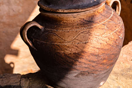 Handmade production of earthen vessels