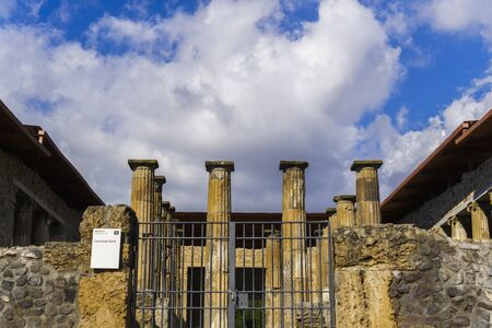 Pompeii, Italy Casa degli Epidii atrium. The House of Epidio Rufo with columns with figured Corinthian capitals at the entrance, set around the centre of the impluvium basin. Foto de archivo