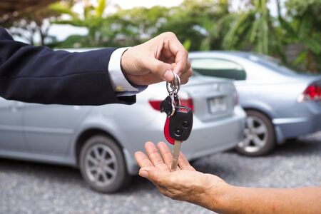 Agency sent car keys to tenants for travel purposes. Buy and sell car insurance
