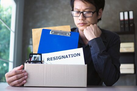 Businessmen collect personal items and resignation letters. Change of position in the job. Unemployment, resignation concepts Foto de archivo