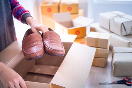 Small business for delivering items to customer box packaging delivered to the online market according to the purchase order and product packaging preparation. Foto de archivo - 141668384