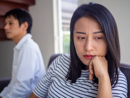 The husband is bored when the wife complains of bad behavior inside the house. Post-marriage behavior.