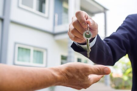 Home buyers are taking home keys from sellers. Sell house concept Foto de archivo