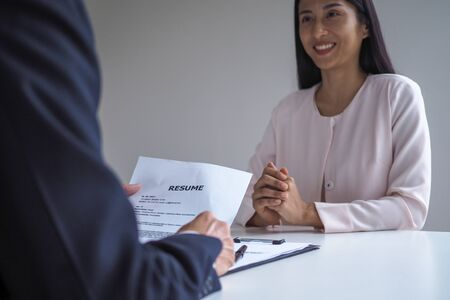 Executives are interviewing candidates. Focusing on resume writing tips, applicant qualifications, interview skills and pre-interview preparation. Considerations for new employees Foto de archivo