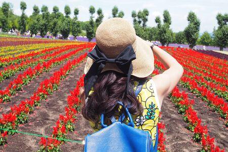 Asian tourists are watching the beauty of colorful flowers.  tomita farm in Furano and Biei area, Hokkaido, Japan Foto de archivo