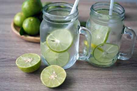Fresh lime juice made in the glass Standard-Bild