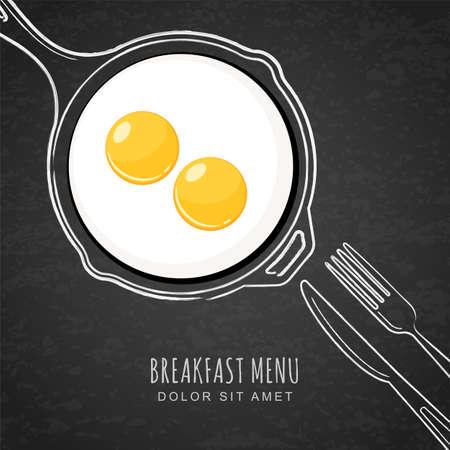 揚げ卵し、手の描かれたアウトライン水彩鍋、フォークとナイフ。白いチョーク ブラック ボードの背景上に描画します。朝食メニューのカフェ、レ