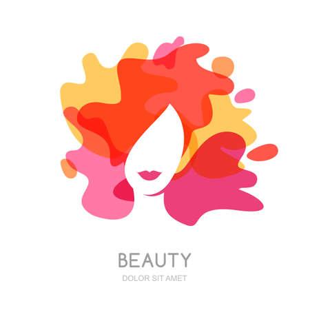 красота: Вектор, эмблема дизайн. Женское лицо на фоне абстрактных брызг. Красивая женщина с красочными волосами. Концепция салона красоты, макияж, прическа, стрижка, косметология.