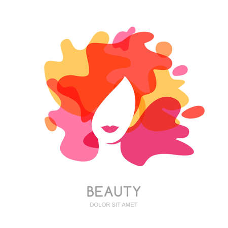Vector, diseño del emblema. cara de mujer sobre fondo abstracto salpicaduras. Mujer hermosa con el pelo de colores. Concepto para el salón de belleza, maquillaje, peinado, corte de pelo, cosmetología. Ilustración de vector