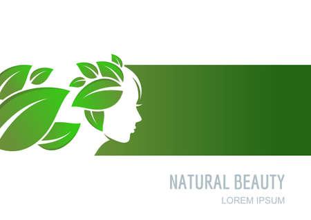 Weibliches Gesicht auf grünem Hintergrund. Frau mit grünen Blättern Haar. Vector Etikett, Paket Hintergrund, Banner, Flyer Design-Elemente. Abstraktes Konzept für Schönheitssalon, Kosmetik, Wellness, natürliche Gesundheitsversorgung.