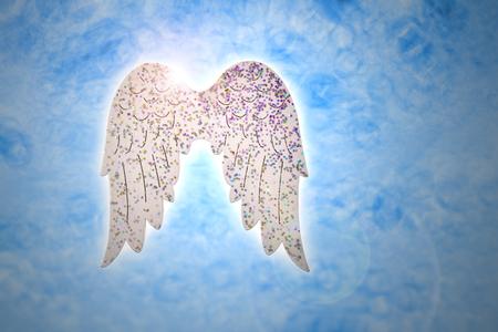 Vleugels op blauwe achtergrond stock afbeeldingen. Engelenvleugels kerstversiering