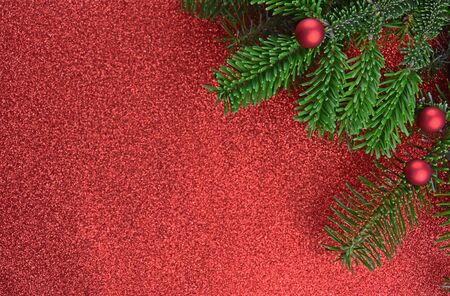 Christmas red frame stock images. Christmas tree decoration stock photography Christmas tree branch on white background. Beautiful Christmas background Фото со стока - 135075588