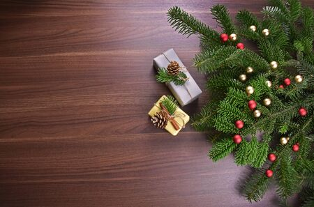 Christmas gifts stock photography Beautiful Christmas background. Christmas decorations on wooden background. Christmas tree branch with gift box. Natural Christmas images Фото со стока