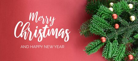 Merry Christmas and Happy New Year sign. Christmas red background with ornate spruce branch stock images. Elegant holiday background. Christmas greeting card Фото со стока - 135101407